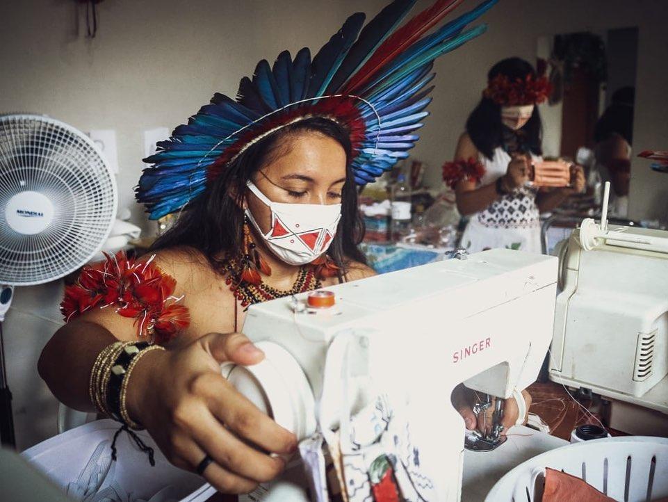 Jovens indígenas se reinventam no trabalho e no estudo para enfrentar a quarentena da Covid-19