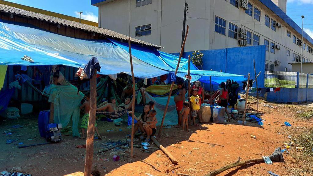 Yanomami se arriscam na pandemia em busca de auxílio emergencial