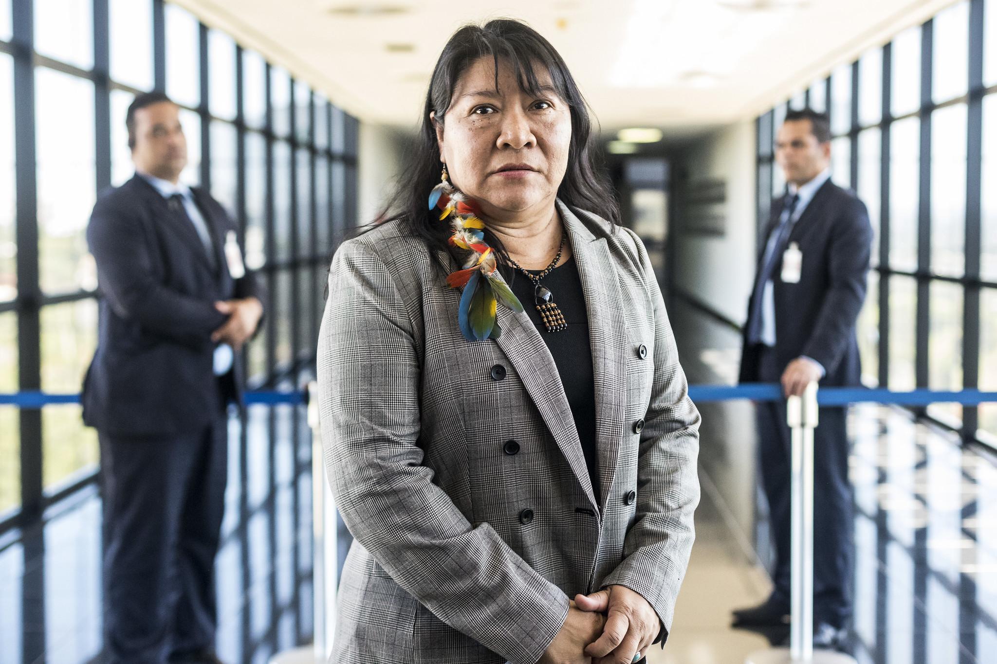 """""""É uma sequência do que consideramos políticas genocidas"""", afirma Joênia Wapichana sobre vetos de Bolsonaro"""
