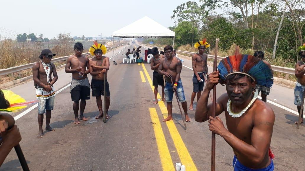 Indígenas Kayapó querem dialogar com o governo federal e mantêm o protesto na BR-163
