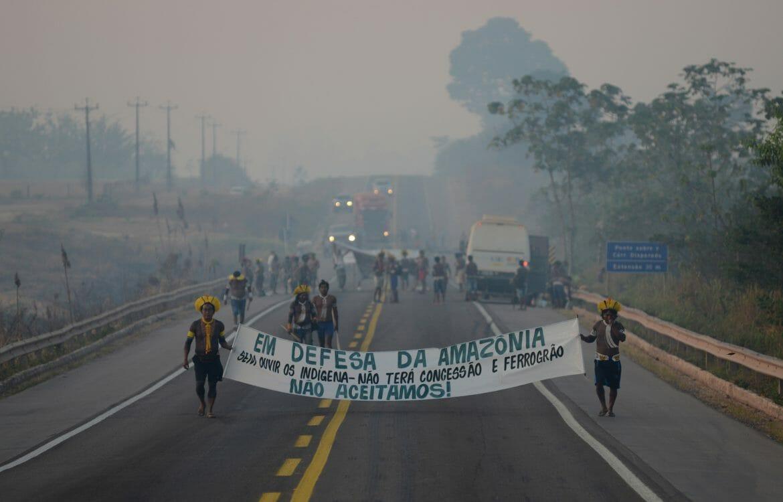 Os Kayapó Mekragnotire fecham BR-163 em protesto pela falta de renovação do PBA para a pavimentação da estrada
