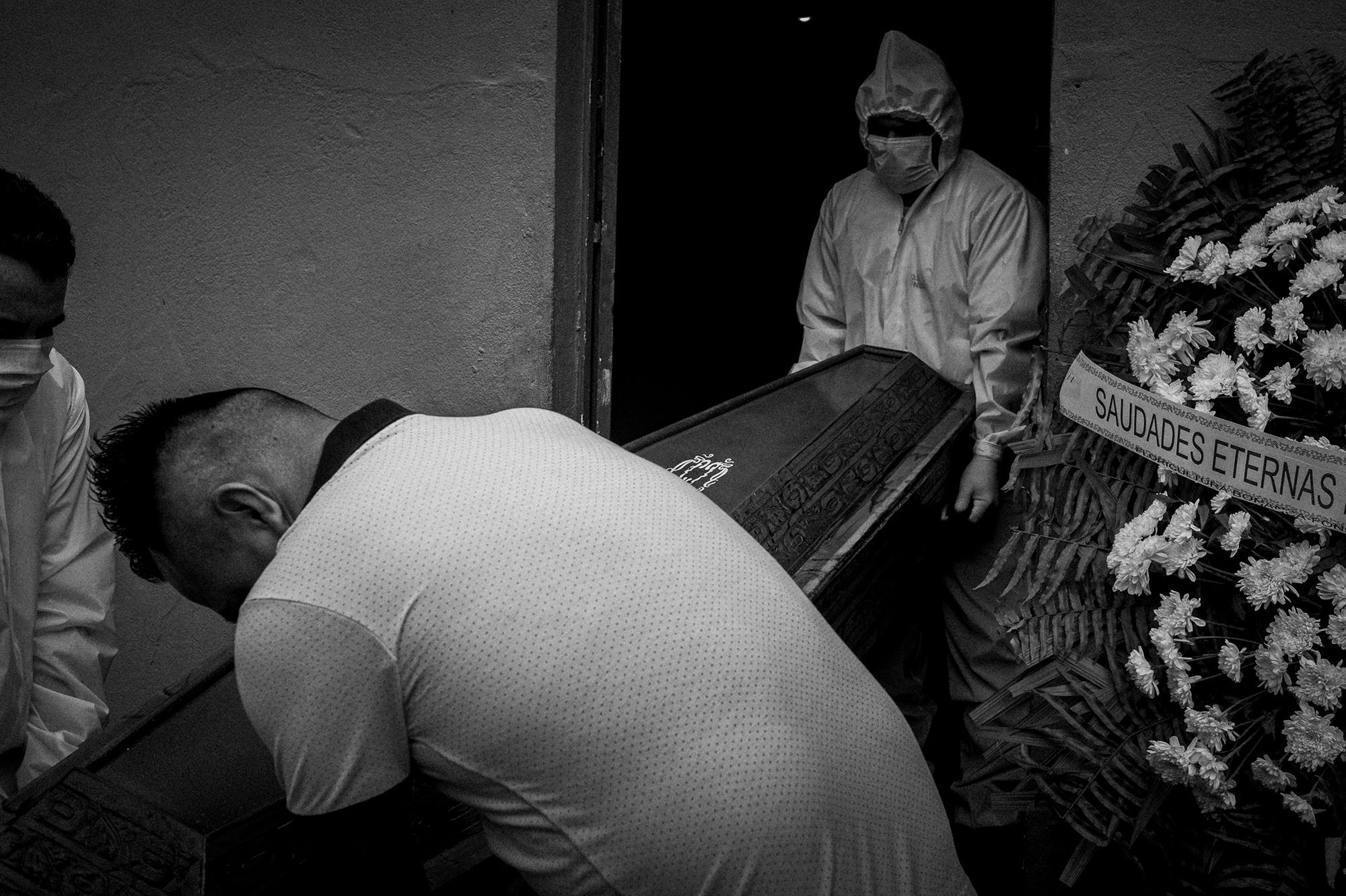 Pandemia no Amazonas: Manaus volta a registrar mortes em casa