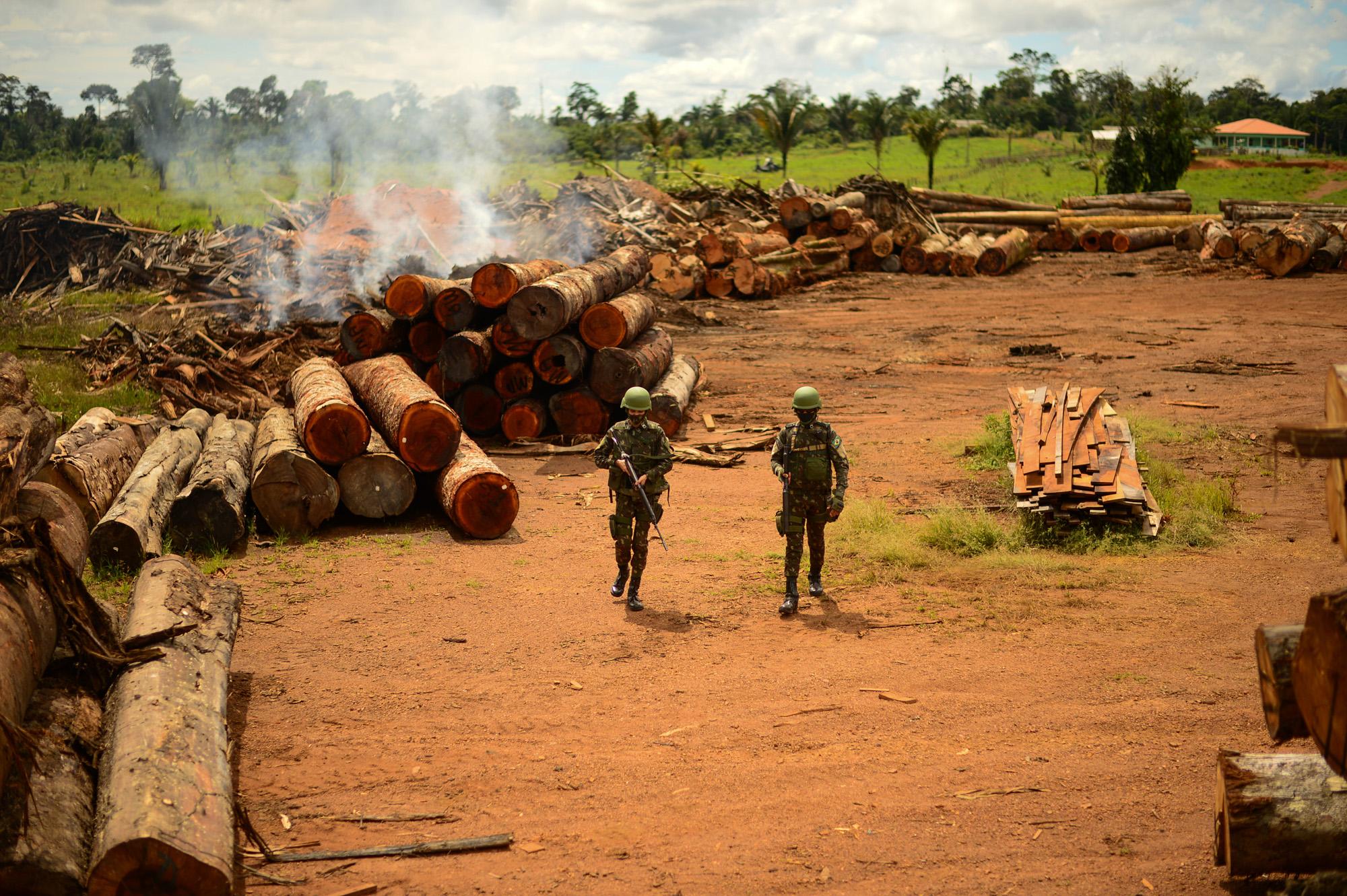 Forças militares e Covid-19 como cortinas de fumaça para a destruição da Amazônia e violação dos direitos indígenas