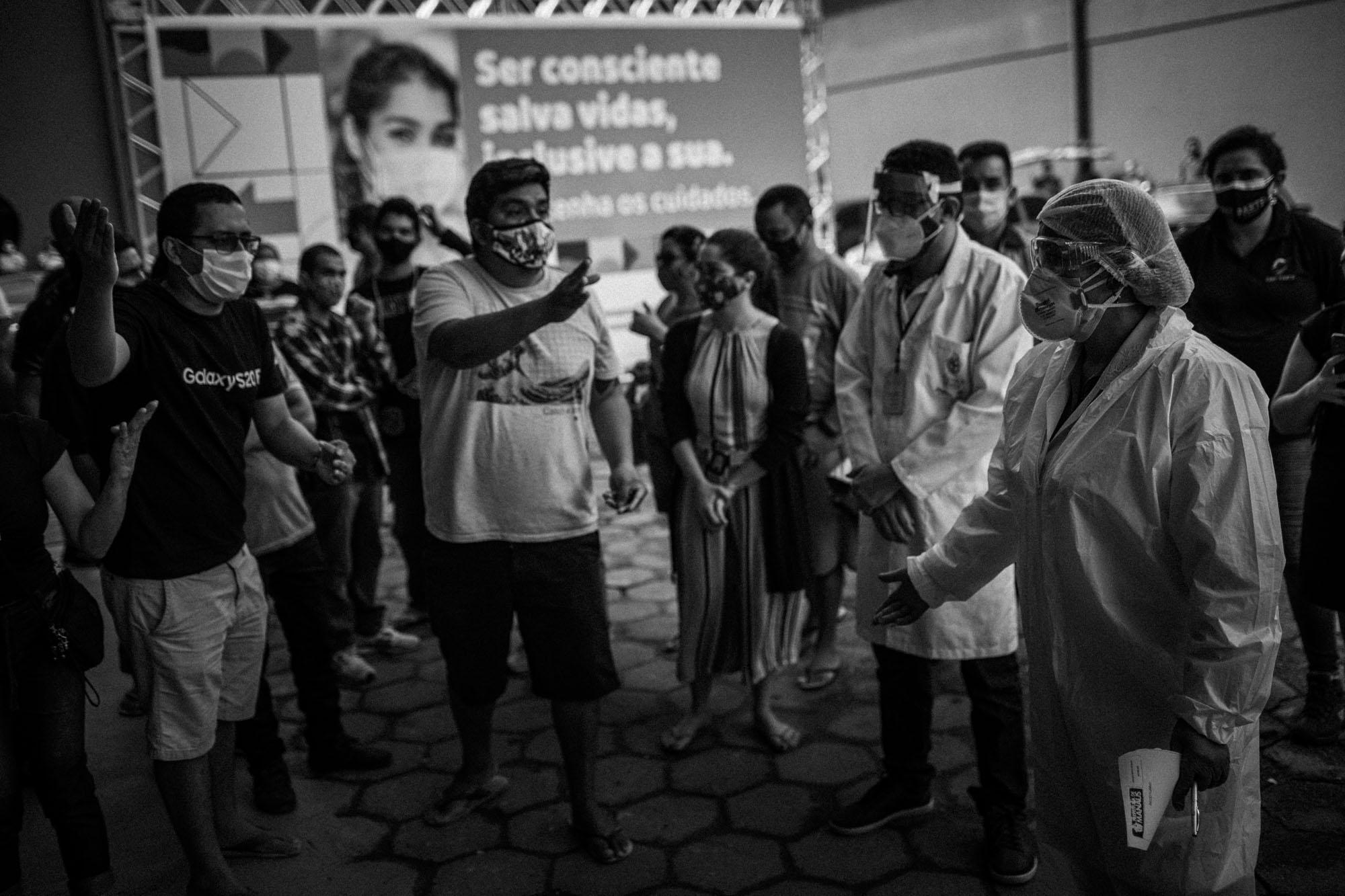 """""""Eu acho que funciona, né?"""", diz paciente que ganhou remédio de piolho da Prefeitura de Manaus para curar Covid-19"""