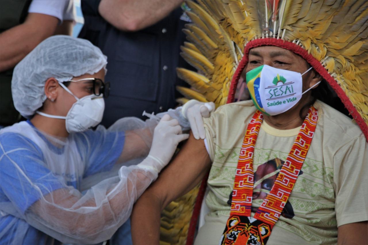 Caos na pandemia: Indígenas viram alvo de fake news antivacina