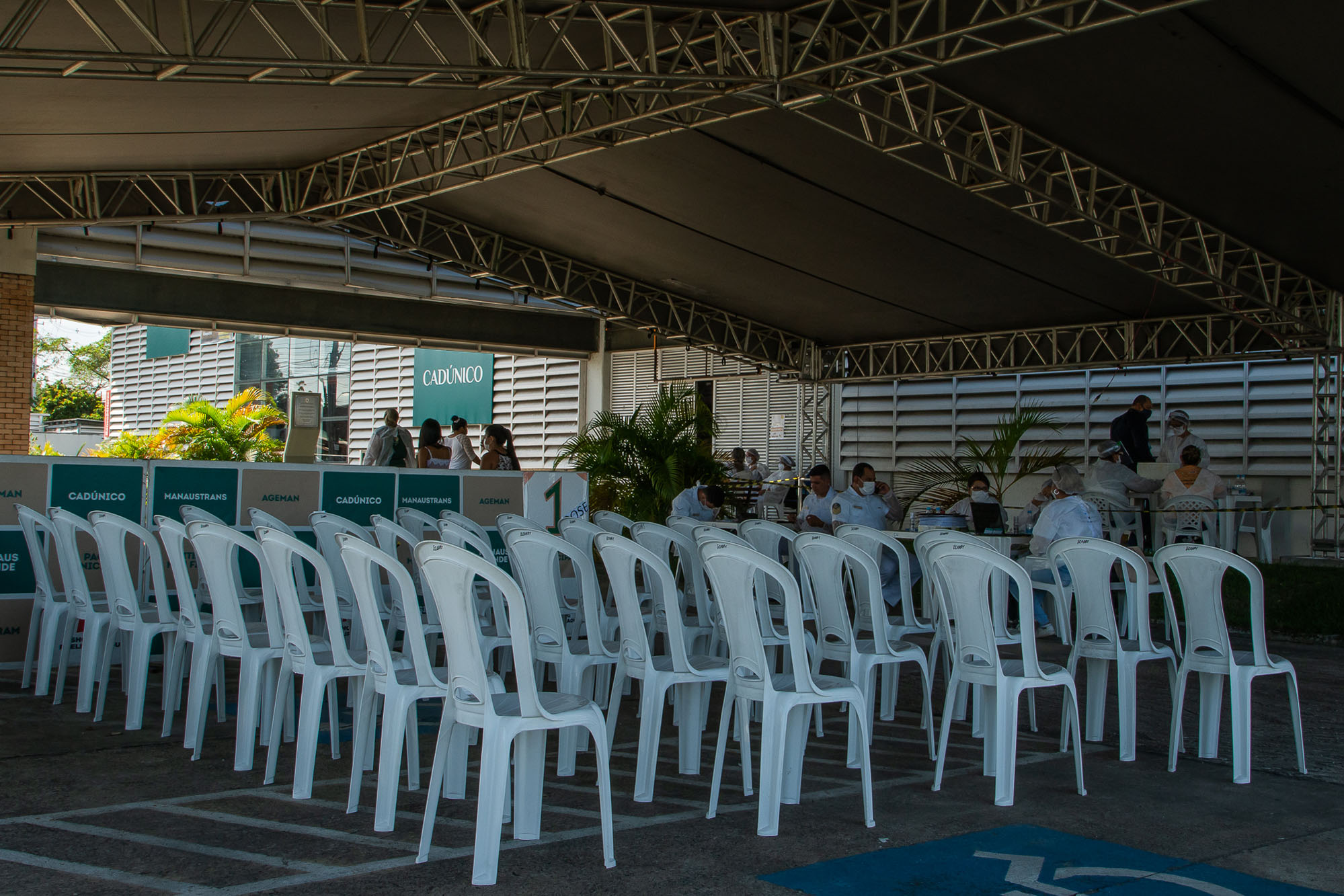 Caos na Pandemia: Idosos recusam vacina da Covid-19 em Manaus