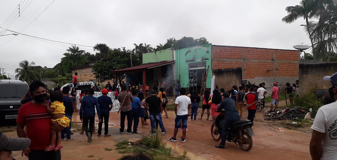 Garimpeiros atacam sede de mulheres Munduruku, no Pará