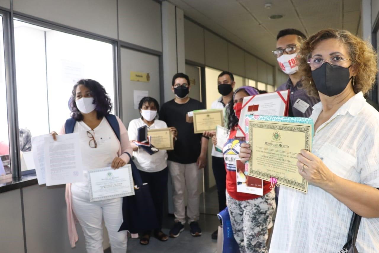 Sob protestos, Bolsonaro vem a Manaus, cidade que é alvo da CPI da Pandemia