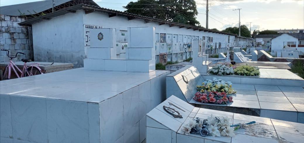 Tarauacá enterra em gavetas vítimas da Covid-19