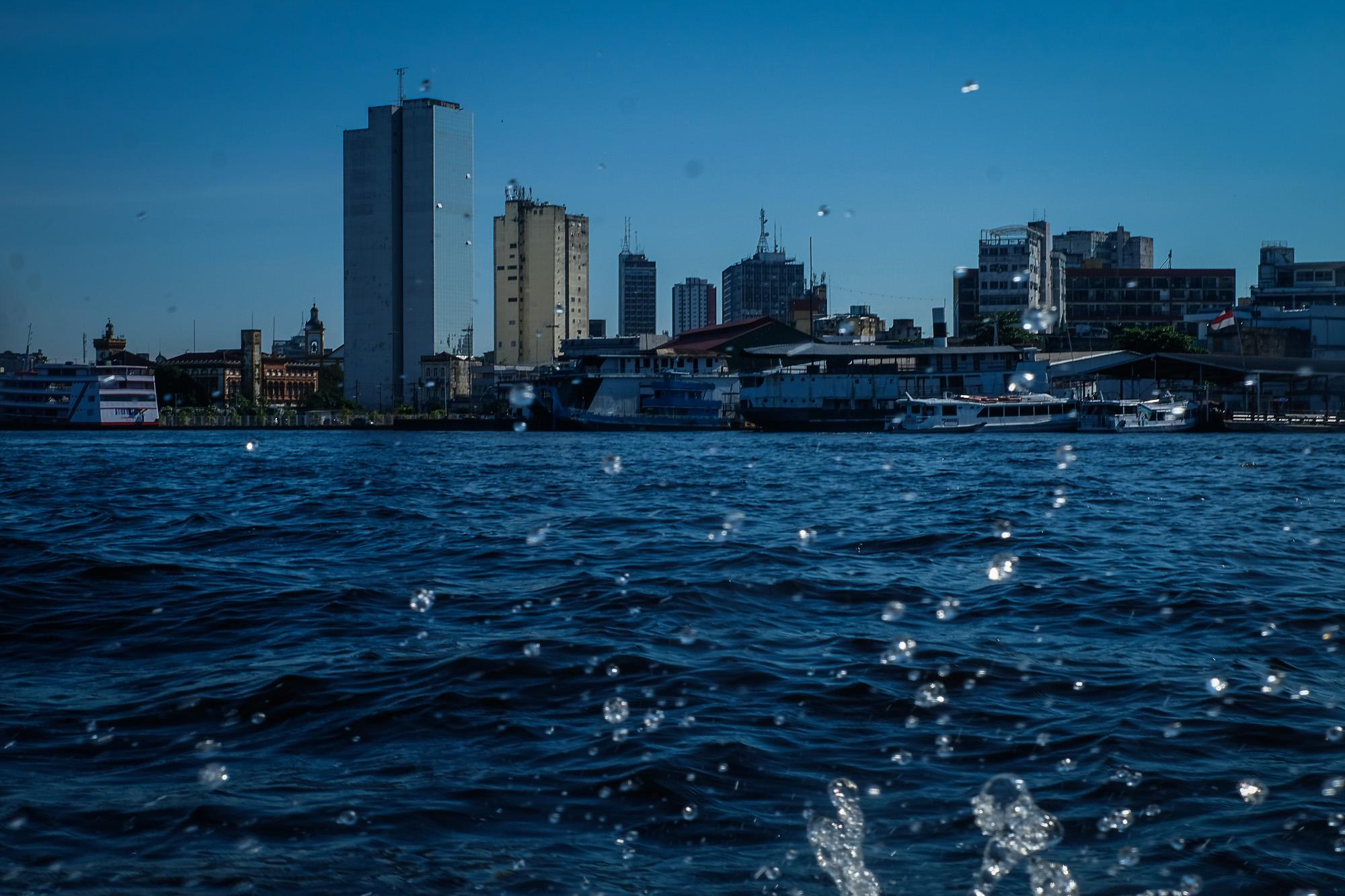 Cheia do rio Negro bate recorde e atinge 29,98 metros, em Manaus
