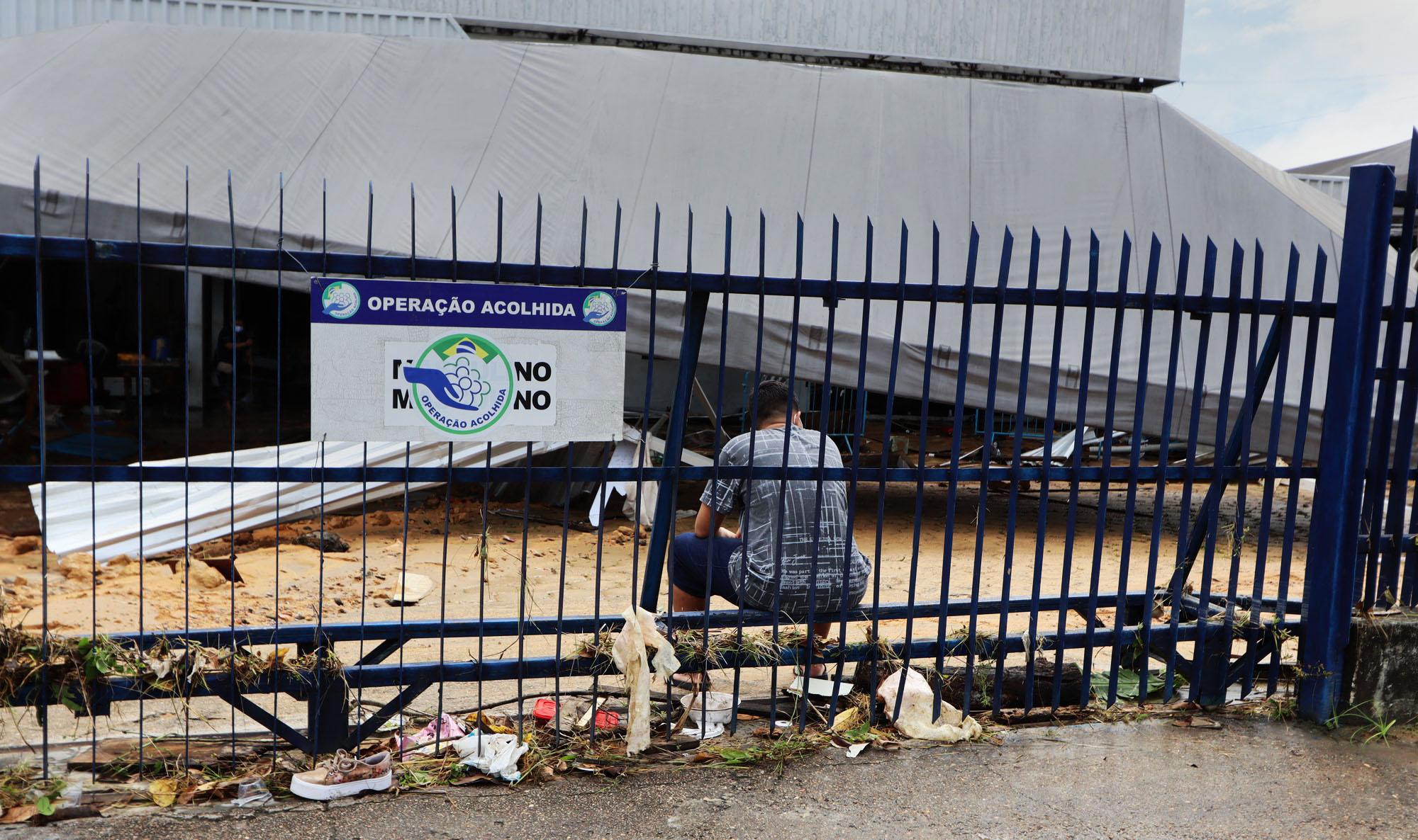 Temporal destrói posto para imigrantes em Manaus