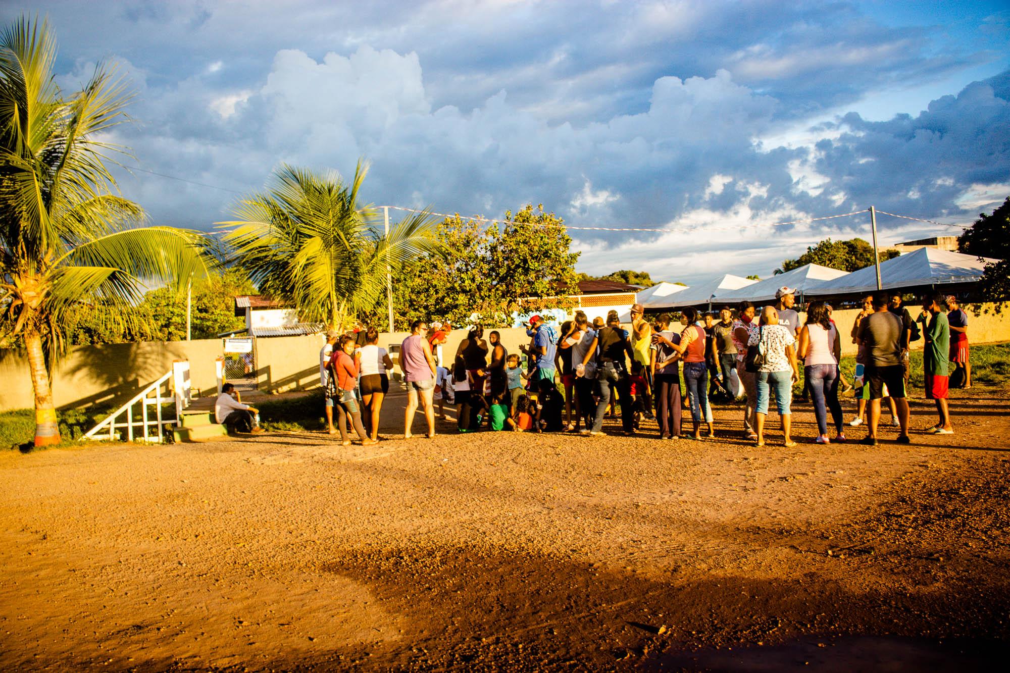 Imigrantes dormem na rua em Boa Vista por falta de abrigos