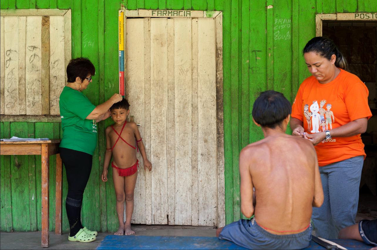 Mães e crianças Yanomami têm déficit de estatura intergeracional